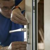 Afmonteren producten in de timmerfabriek